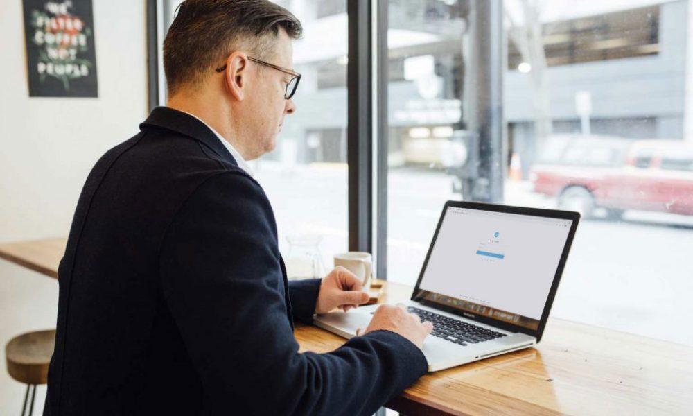man-using-laptop-and-xero